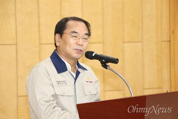 이강인 영풍그룹 대표이사가 26일 석포제련소 개방에 앞서 설명을 하고 있다.