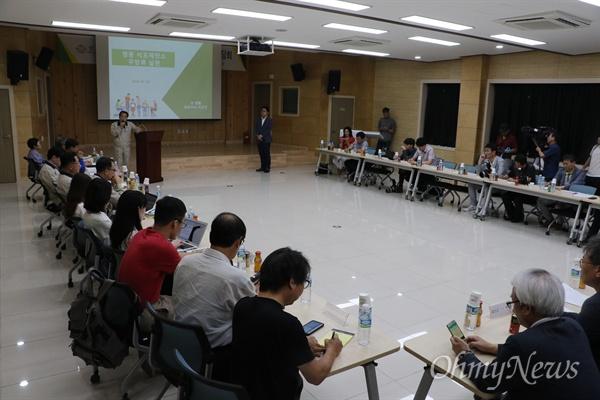 26일 영풍행정나눔센터에서 열린 기자간담회에서 이강인 영풍그룹 대표이사가 석포제련소 관련 기자간담회에서 발언하고 있다.
