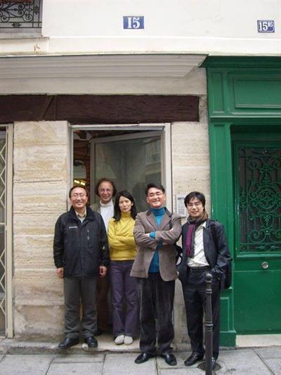 8~9년전, 노회찬이 야인 시절일 때 박용진과 함께 파리에 들리신 적이 있었다. 우리집에서 함께 식사하시던 날 찍은 사진.