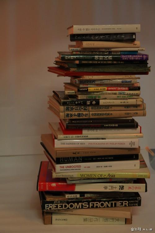 사진책 몇 가지를 한 자리에 쌓아 보았다.