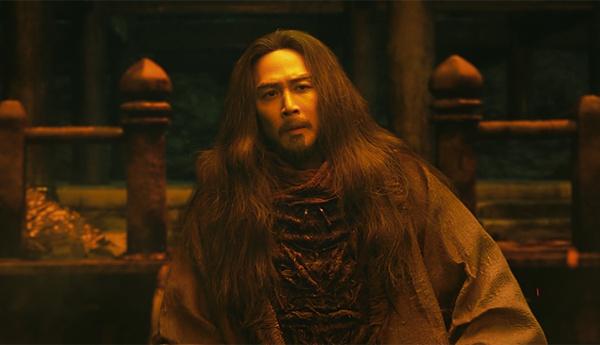 영화 <신과 함께: 인과 연>의 한 장면. 염라대왕의 모습이다.