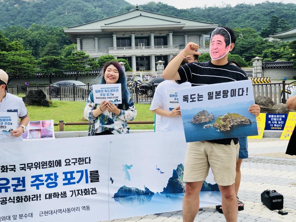 독도영유권을 주장하고 있는 일본 아베