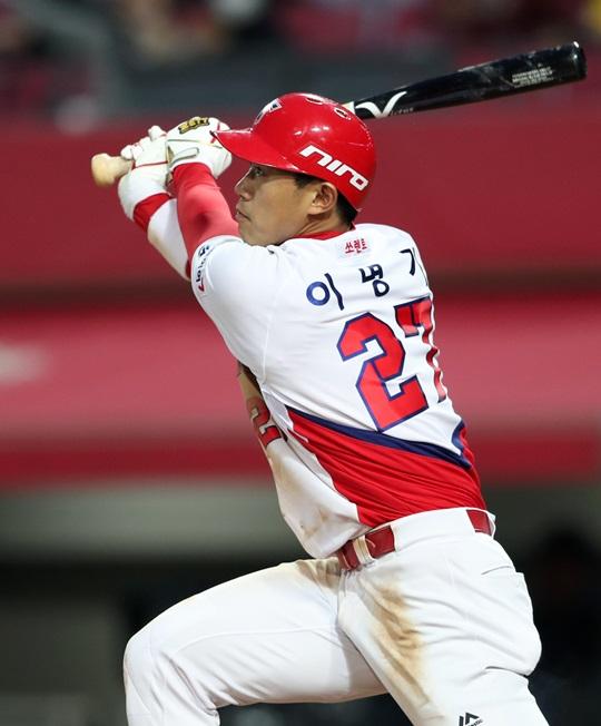 27일 3안타 1홈런 맹타를 휘두른 이명기