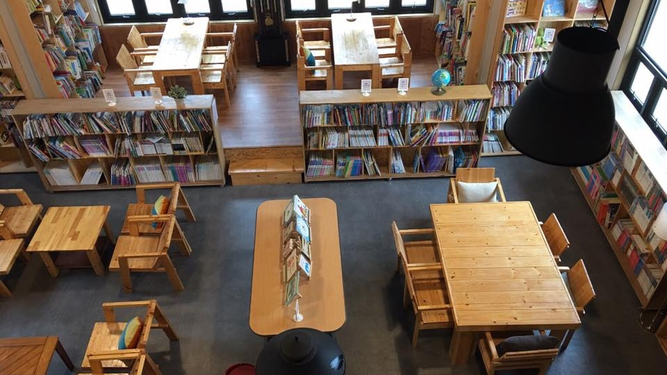서산시 인지면 토성산 자락에 자리 잡은 '맹꽁이 도서관'으로 지난 2016년 지역문화의 발전과 주민간 소통을 목적으로 만들어졌다. 최근에는 어린아이들과 가족들이 많이 찾는다.