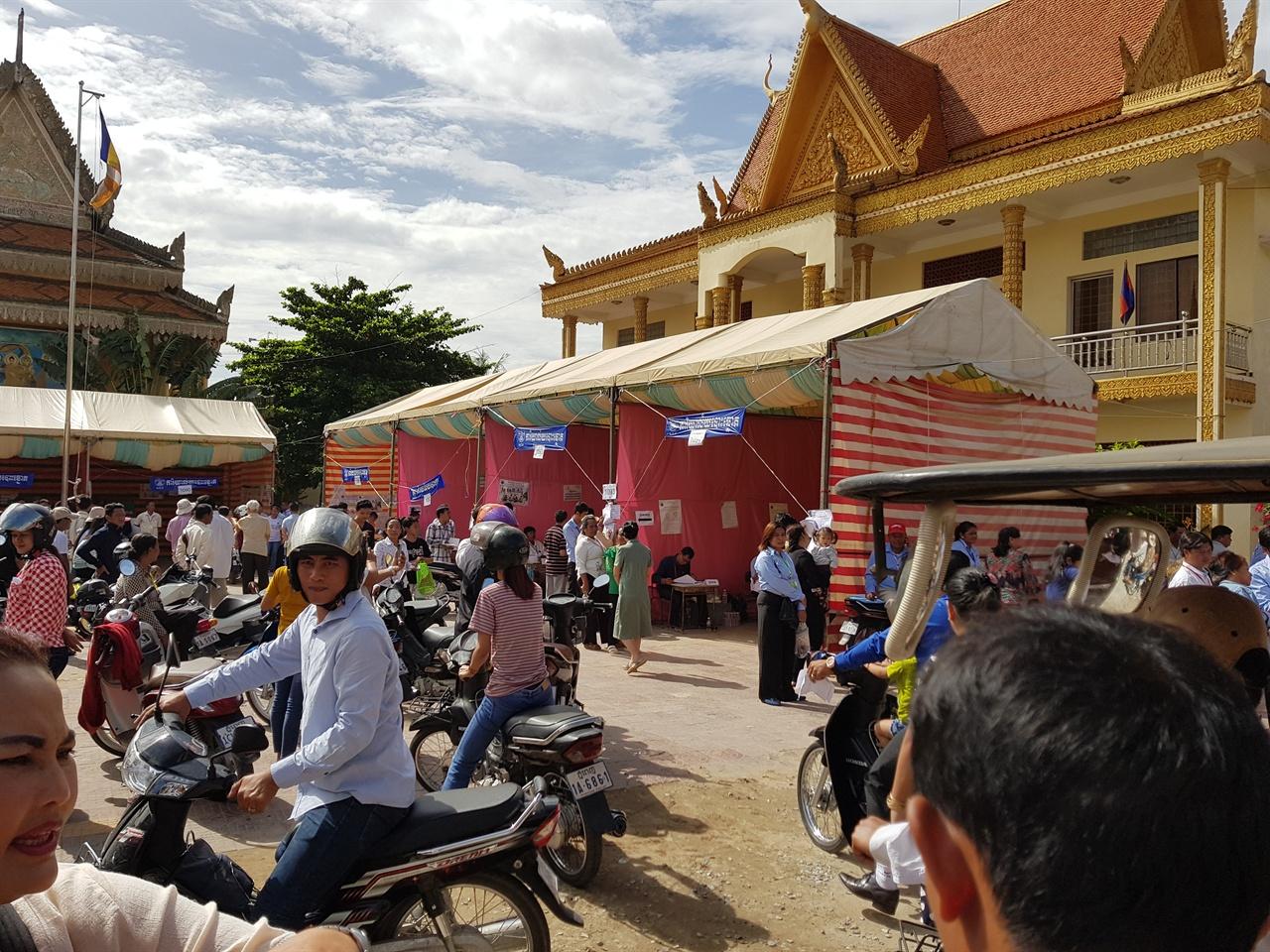 지난 7월 29일 캄보디아 전국 22,967개 투표소에 8만 경찰인력이 동원된  가운데 삼엄한 감시속에 공식선거가 치러졌다.