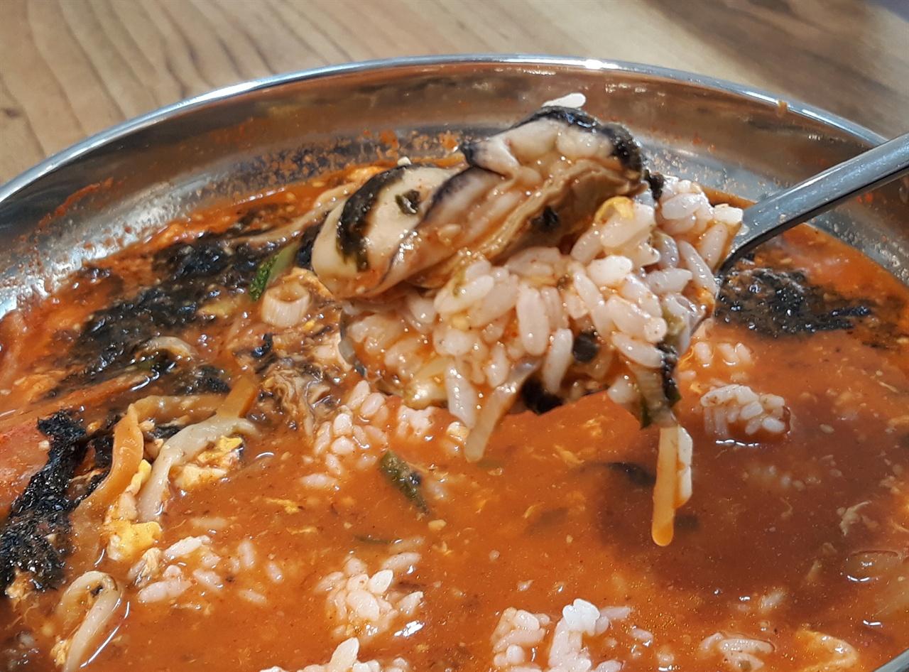 처음 맛본 장칼국수 비빔밥