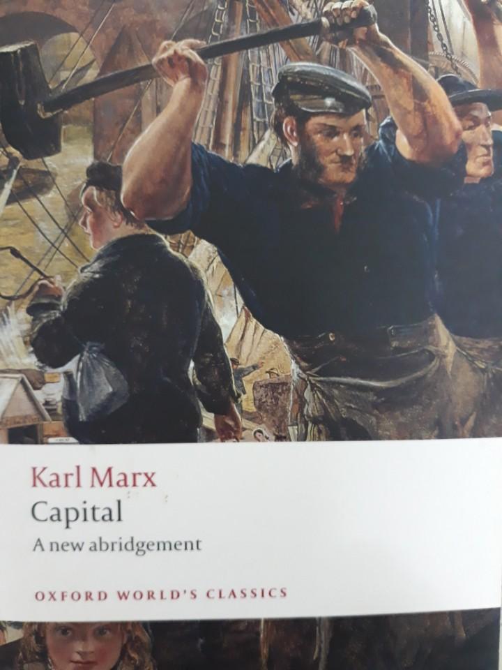 사진 1. 마르크스의 대표작 '자본론' 표지 자본주의를 가장 과학적으로 심도있게 연구한 책으로 알려져 있다. (사진출처: 옥스포드 대학 출판, 자본론, 2008)