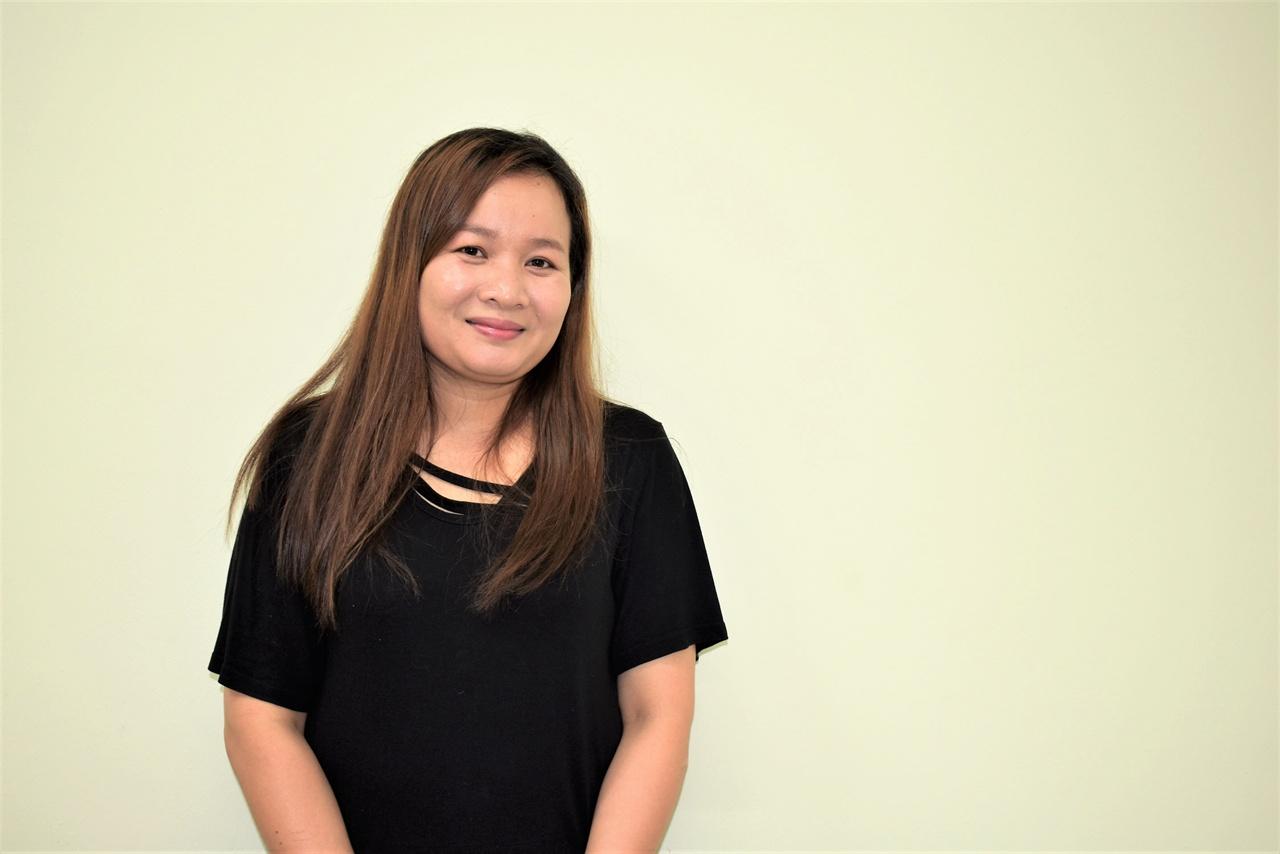"""11년전 캄보디아에서 한국에 온 고제인씨 남편의 갑작스런 죽음 후 시어머니, 아들과 함께 살고 있는 제인씨는 """"한국에서 아들에게 따뜻하고 훌륭한 엄마가 돼주고 싶다""""고 했다."""