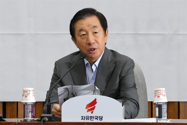 발언하는 김성태 자유한국당 김성태 원내대표가 31일 오전 국회에서 열린 원내대책회의에서 발언하고 있다.