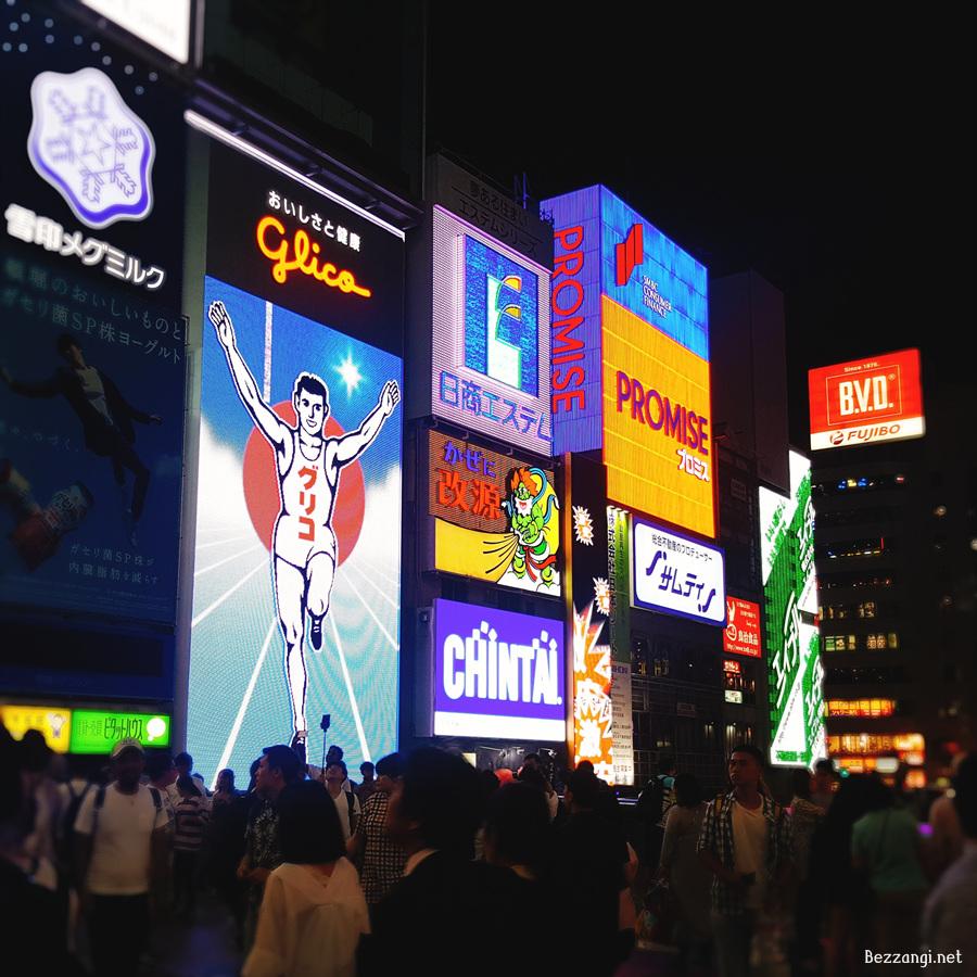 도톰보리의 상징 글리코상 전광판