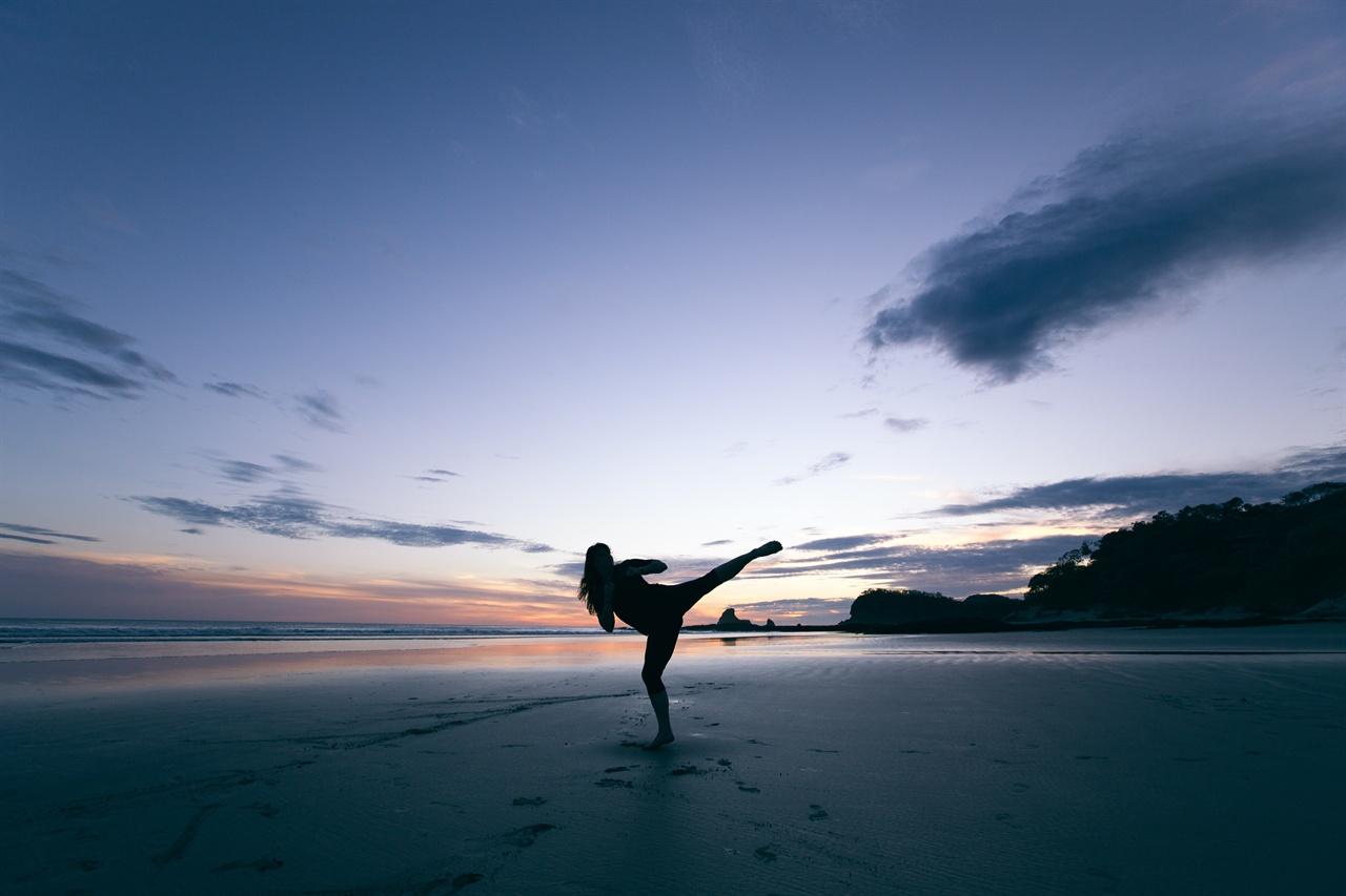 우먼 인 헬스 몸에 착하고 나쁨은 없다. 운동은 힘있는 일상을 살게 해주고, 몸으로 무언가를 해내는 일의 기쁨을 알려준다.
