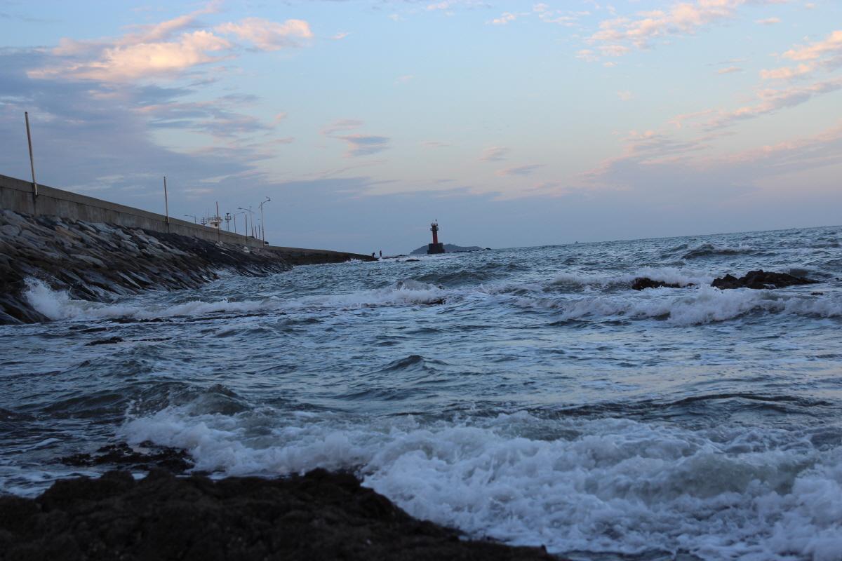 방포해변, 지난 겨울에 이렇게 성난 파도가 일렁였던 곳입니다. 지금의 모습과는 사뭇 다릅니다.