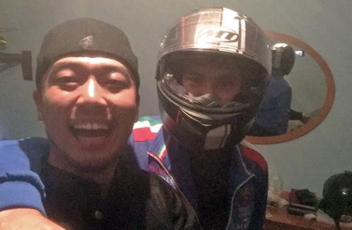 루슬란의 집에서 내 헬멧을 쓴 털보 친구와