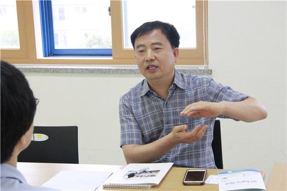정병오 교사는 좋은교사운동 대표를 맡아 활동했었고, 현재는 기독교윤리실천운동 상임공동대표를 맡고 있다.