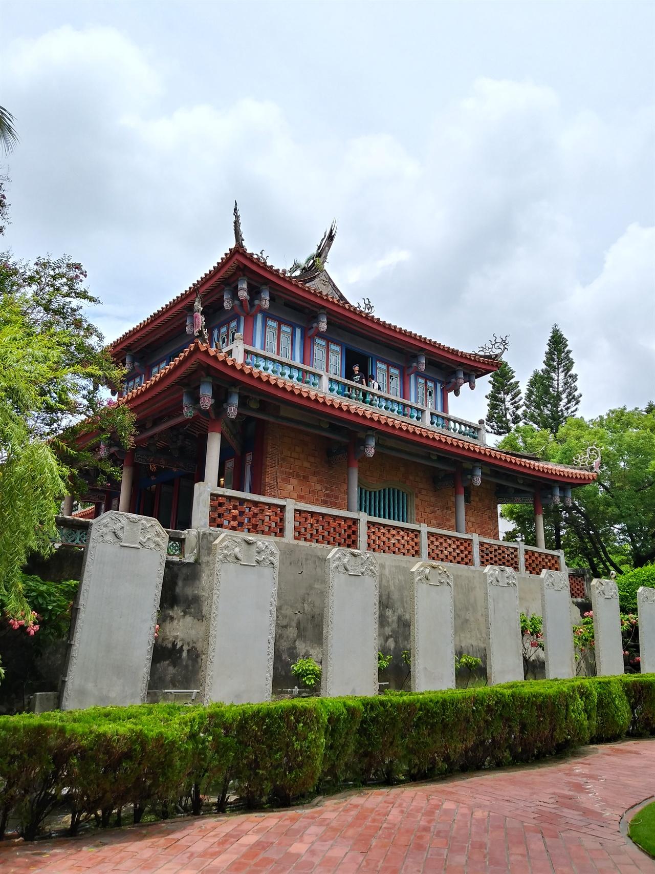 츠칸러우 전경 일본식 정원과 네덜란드식 석축, 중국식 건물을 두루 갖춘 '다국적' 유적으로 타이난의 랜드마크다.