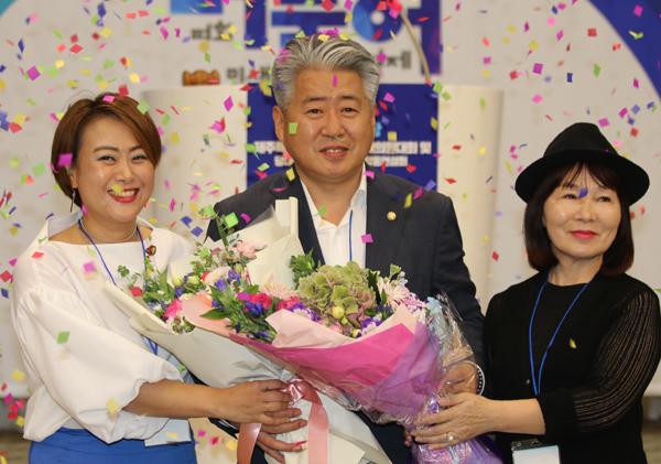 더불어민주당 제주도당 위원장에 오영훈 의원이 만장일치로 추대됐다.