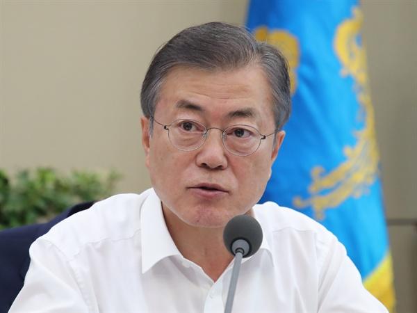 여름휴가 뒤 첫 회의에서 발언하는 문 대통령 6일 오후 수석·보좌관 회의에서 발언하는 문 대통령의 모습.
