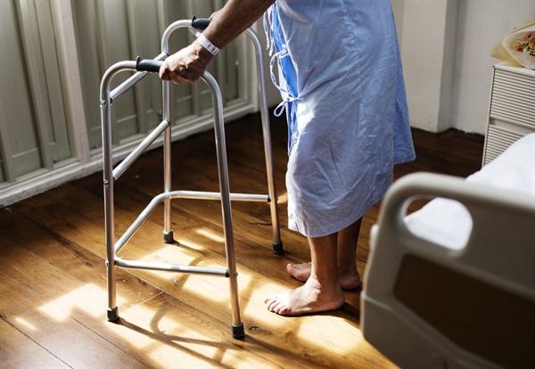 나는 중도장애인이 된 환자에게 장애를 수용하는 데 도움될 수 있도록 많은 대화를 나눈다