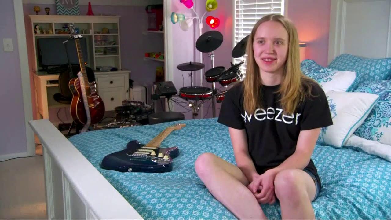 'Africa' 커버를 요청하는 트위터 계정의 주인은 15살 소녀 메리 클림이었다.