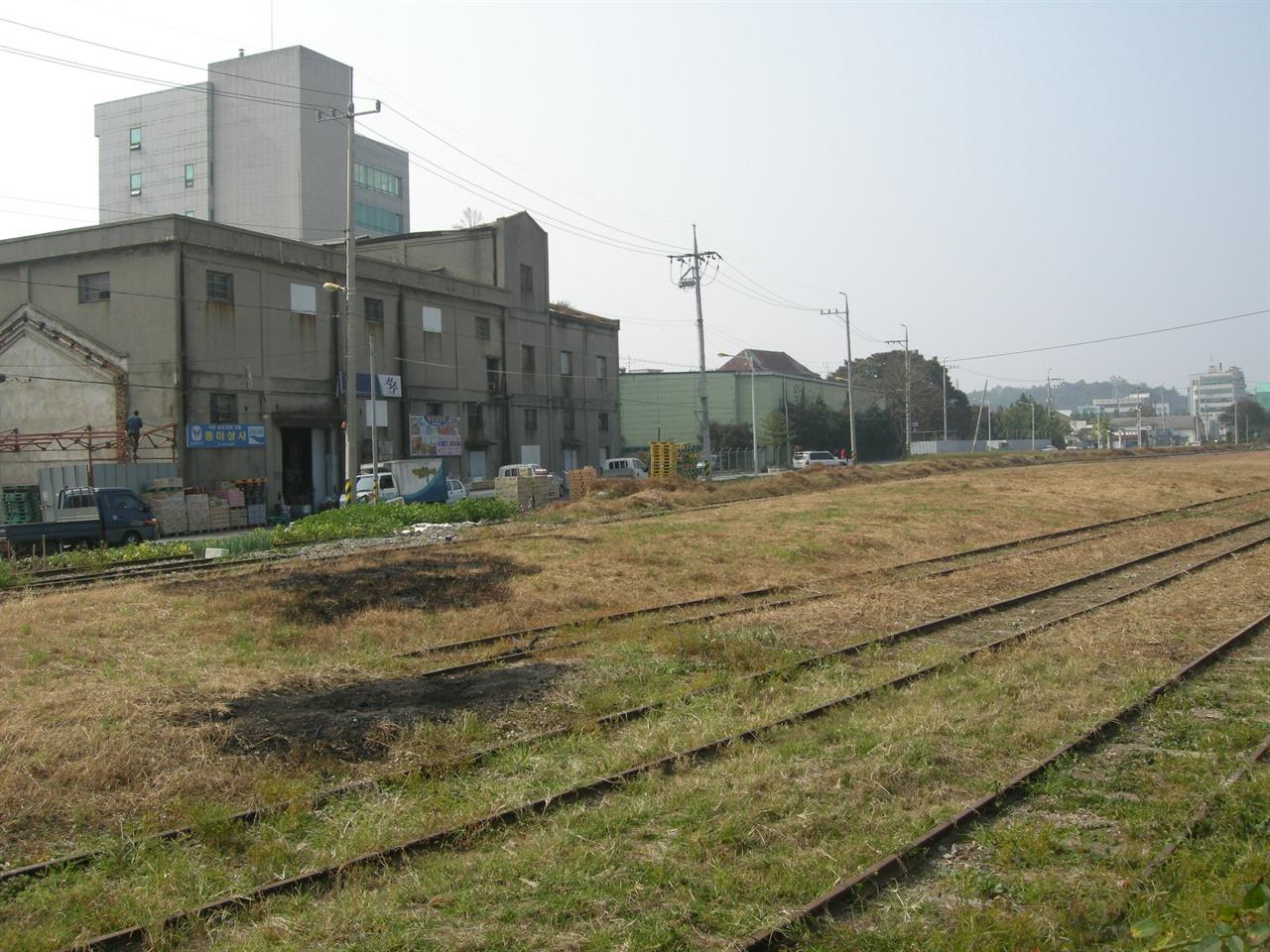 내항주변 철도