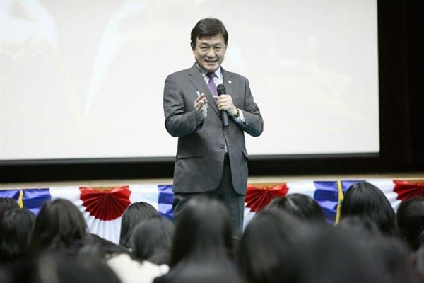 김병우충청북도교육감이지난3일발표된2022학년도대입제도개편공론화위원회의조사결과에대해반대입장을밝혔다.