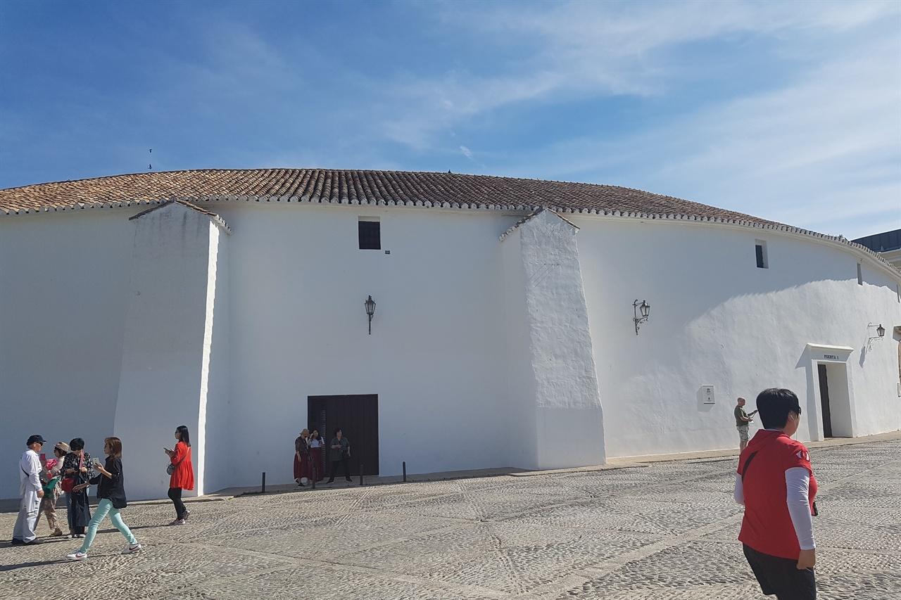스페인에서 가장 오래된 론다 투우장. 6000여명을 수용할 수 있는 경기장입니다.