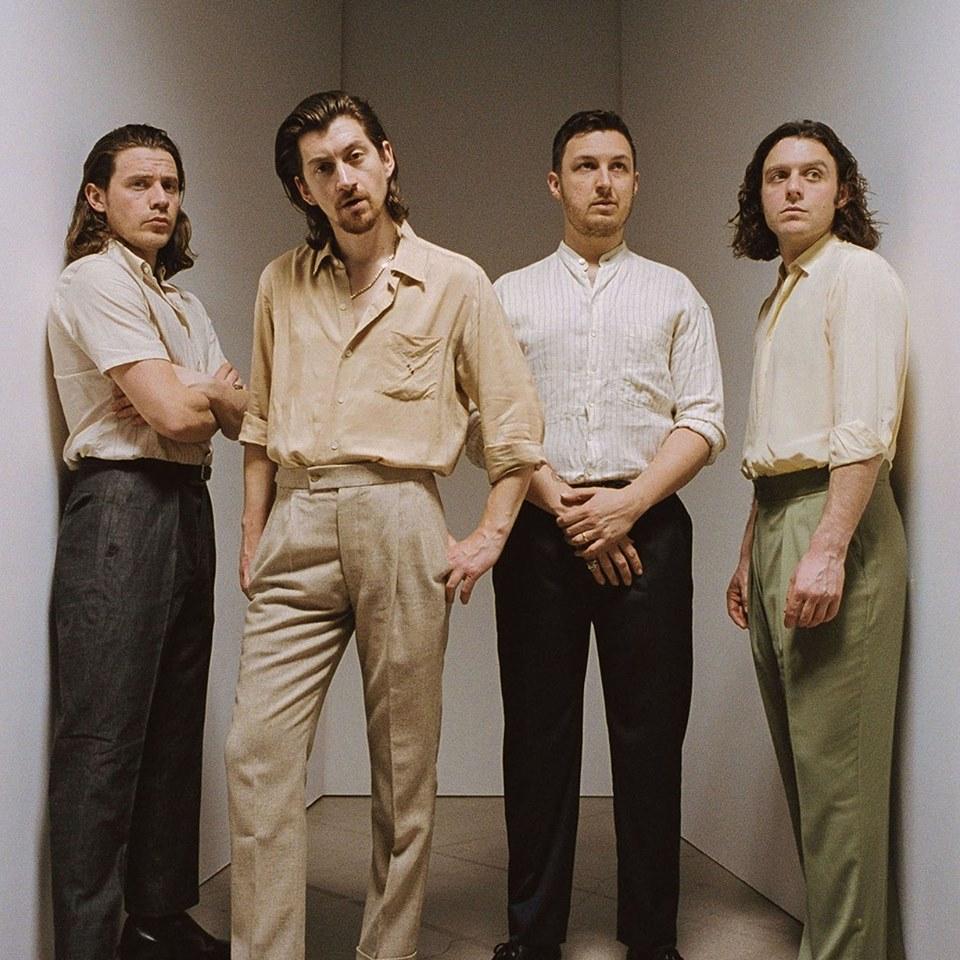 악틱 몽키즈(Arctic Monkeys)는 록팬들의 의표를 깨뜨렸다.