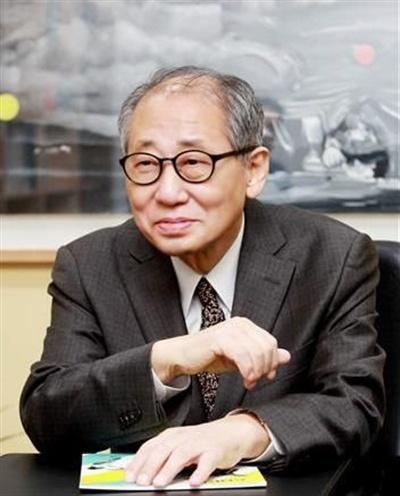 문학평론가 황현산 전 한국문화예술위원장이 8일 오전 4시 20분 별세했다. 향년 73세