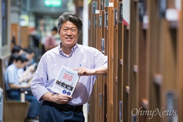 <평양의 시간은 서울의 시간과 함께 흐른다> 저자 진천규.