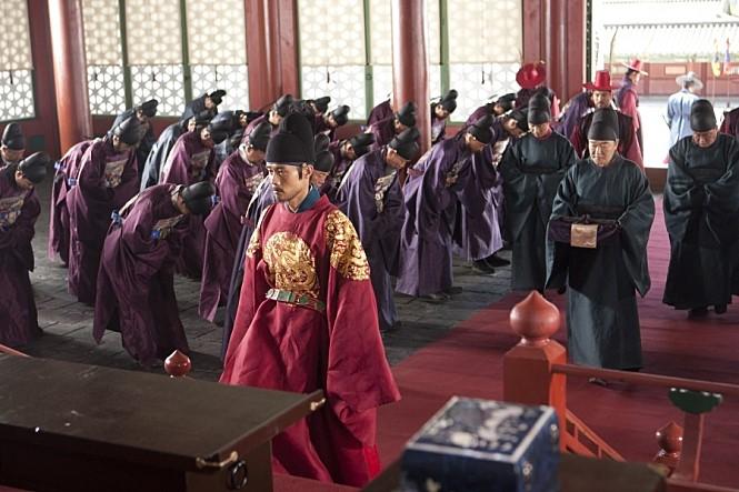 영화 <광해: 왕이 된 남자>의 한 장면.