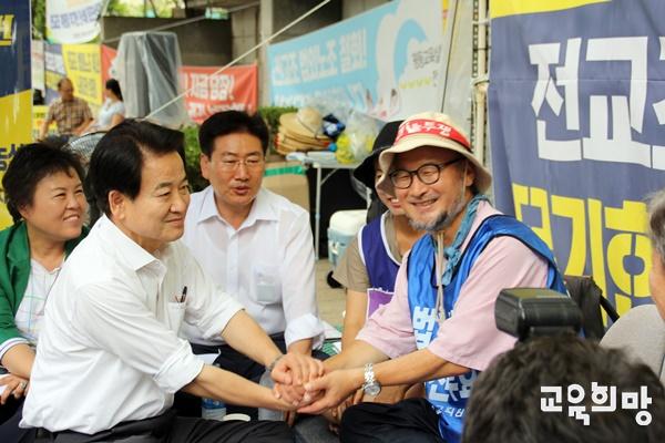 """정동영, """"민주평화당에서 성명서 내겠다"""" 정 대표는 """"정부가 전교조 법외노조 즉각 취소해야 한다""""며 관련해 성명서를 내겠다고 밝혔다."""