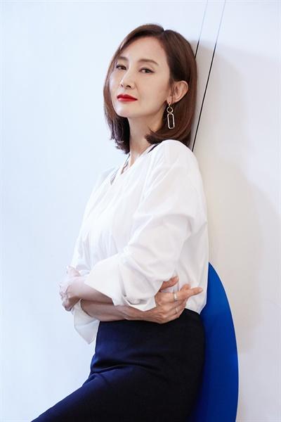 배우 채시라 MBC 토요드라마 <이별이 떠났다> 종영 인터뷰 제공 사진.