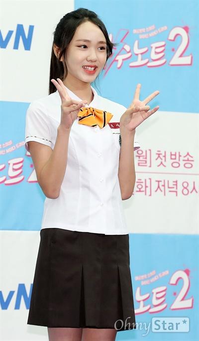 '복수노트2' 김지영, 잘 자란 비단이 배우 김지영이 10일 오후 서울 상암동의 한 호텔에서 열린 XtvN 하이틴 사이다 드라마 <복수노트2> 제작발표회에서 포토타임을 갖고 있다. <복수노트2>는 오지랖 넓은 초긍정 의리녀가 미스터리한 복수대행 애플리케이션 '복수노트'를 통해 억울한 일을 해결해나가며 성장하는 하이틴 사이다 드라마다. 13일 월요일 오후 8시 첫 방송.