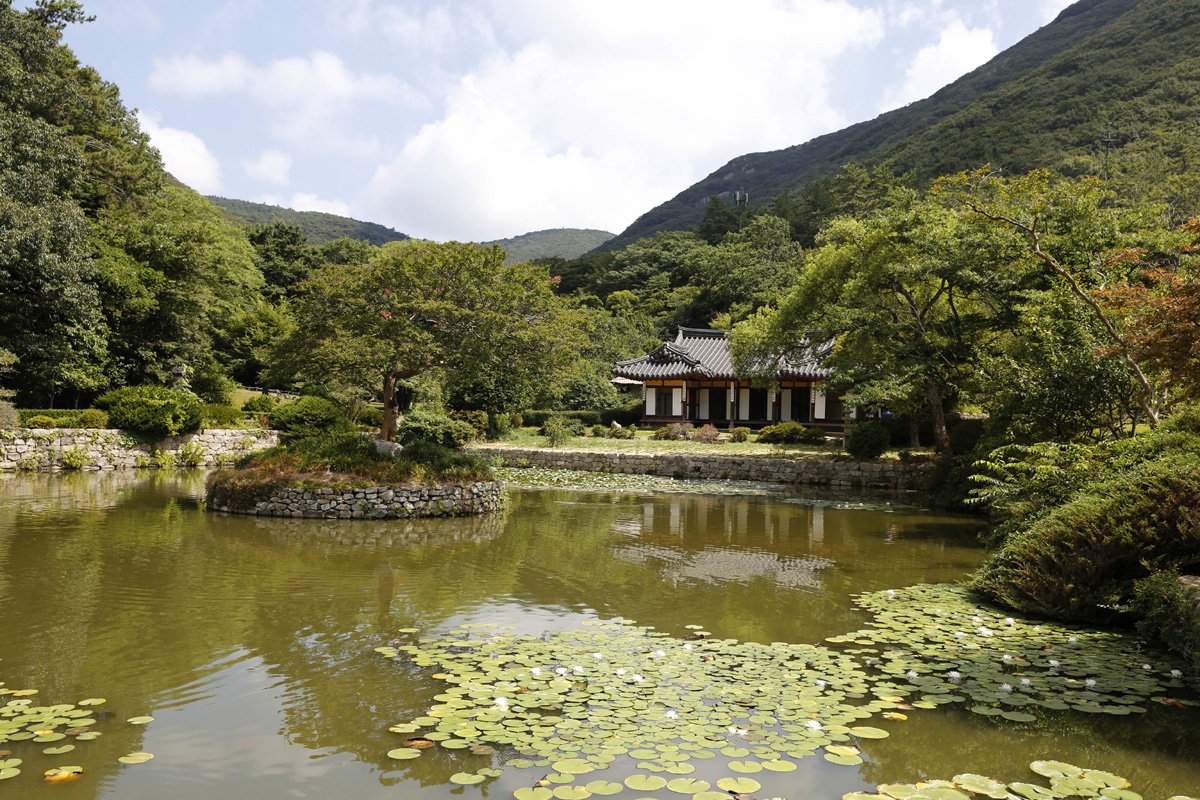 한국남종화의 성지로 통하는 진도 운림산방. 운림산방은 한 집안 5대가 200년 동안 그림을 그려온 곳이다.