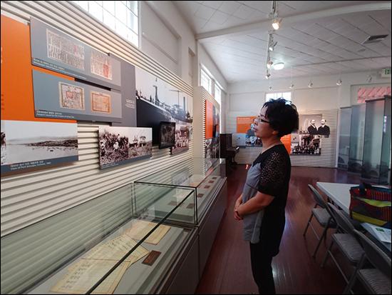양인선 110년의 역사를 간직한 미주 독립운동의 1번지, 대한인국민회 기념관 내부를 돌아보는 양인선 기자