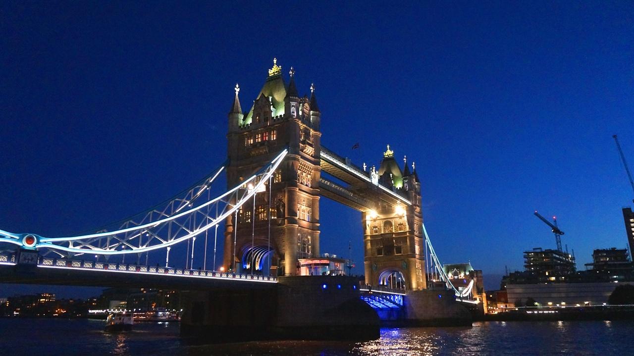 타워 브리지(Tower Bridge) 런던의 랜드마크 중 하나