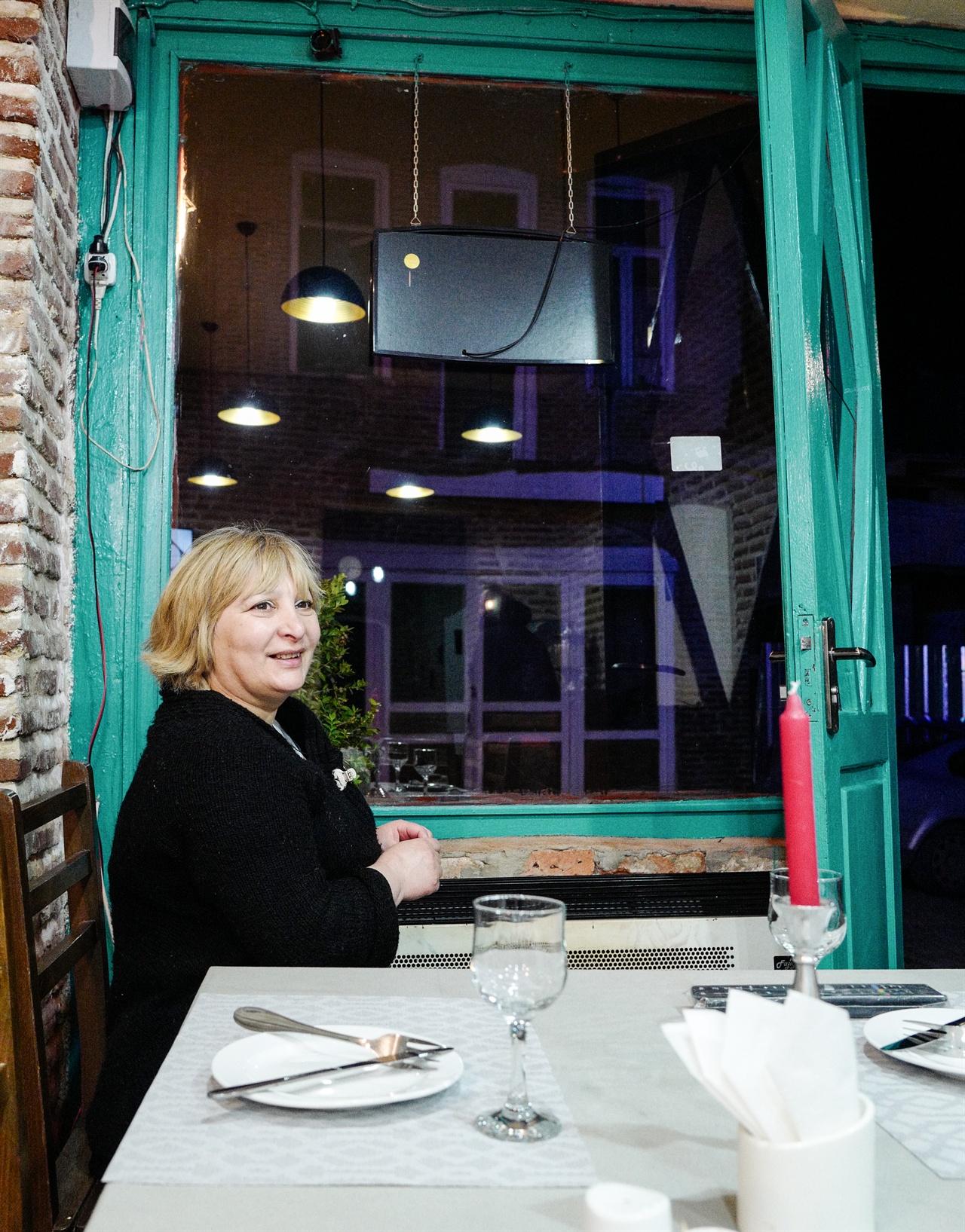 시그나기 골든라이언 식당 밤 늦도록 손님들의 발길이 이어졌다. 마지막 한 명의 손님이 떠날 때까지 문을 닫지 않는다고 했다.