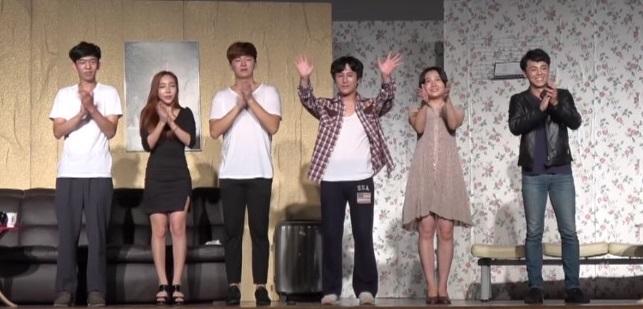 극단 '프리로드'(대표 조우혁) 단원들이 서울소년원에서 공연을 마친 후 인사하고 있다.