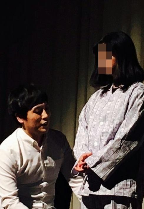 안양소년원 출신 소녀들에게 연기를 가르치면서 <그녀들의 이유>라는 연극을 무대에 올렸다.