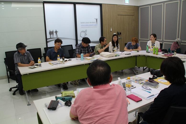 한일 교사 간담회 14명의 교사들이 모여, 한일 양국의 탈핵 정책, 탈핵 교육, 환경 교육에 관하여 서로의 사례를 발표하고, 의견을 교환하였다.