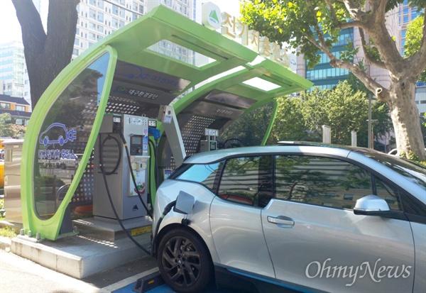 전기차 충전소.