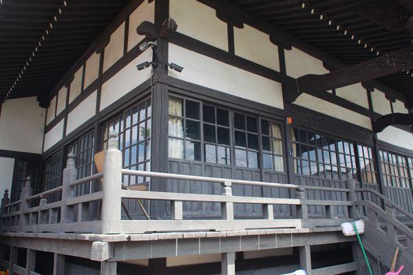 한옥 창틀처럼 구 서경사 건물도 우리와 비슷한 모습