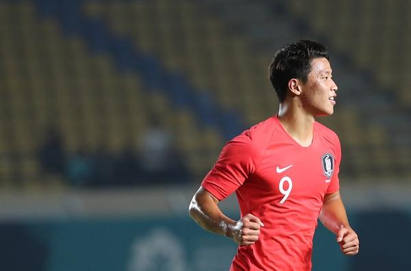 황희찬 골 15일 오후(현지시간) 인도네시아 자와바랏주 반둥의 시 잘락 하루팟 스타디움에서 열린 2018 자카르타-팔렘방 아시안게임 축구 조별리그 E조 1차전 한국과 바레인의 경기.  한국 황희찬이 여섯번째 골을 성공시키고 기뻐하고 있다.