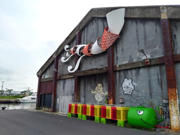 보얼예술특구의 낡은 창고 벽 야적 창고로 쓰인 건물 벽마다 도화지 삼아 다양한 캐릭터가 그려져 있다. 가오슝 지역의 청년예술가들의 솜씨라고 한다.