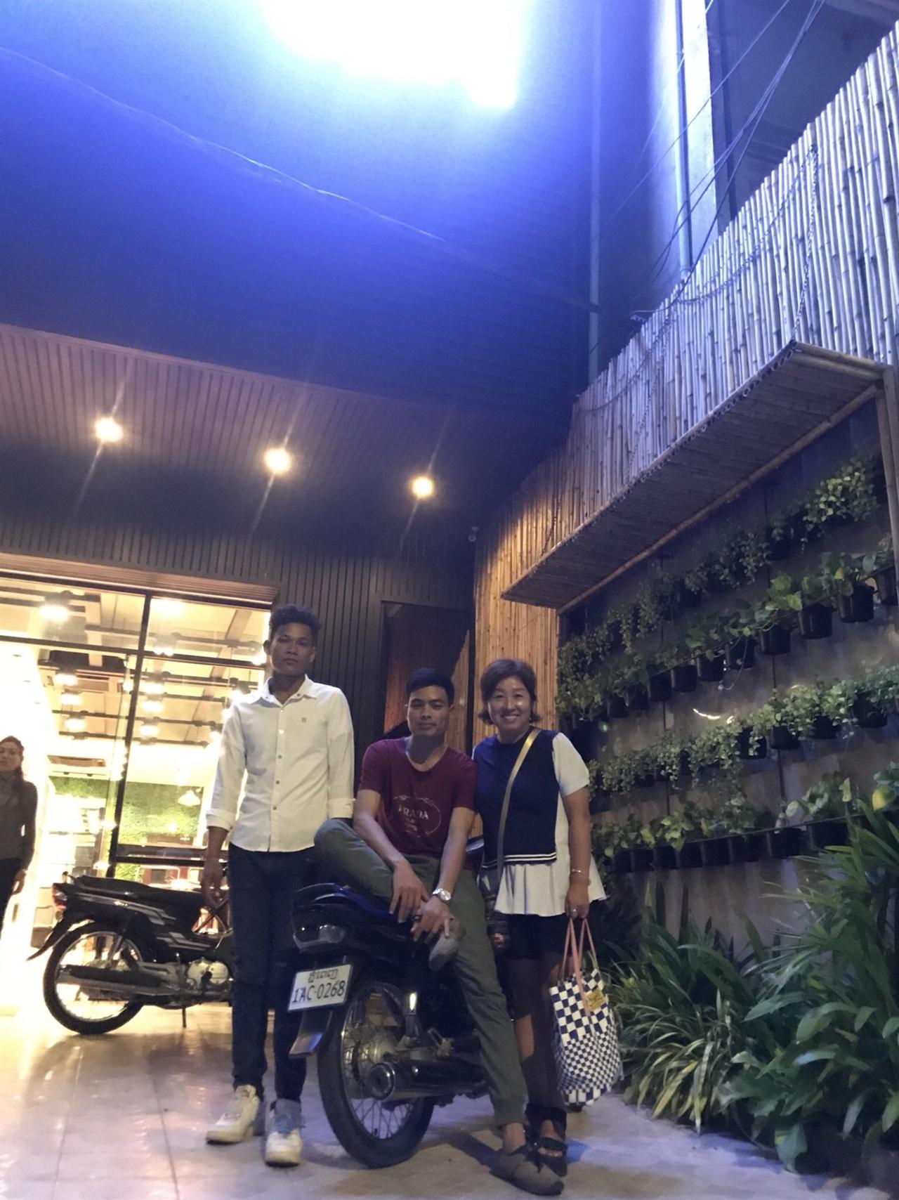 프놈펜 시내에 문을 연 BEACH C CAFE