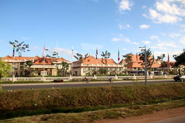 캄보디아 씨엠렛 6번도로에 있는 고급 리조트들 모습
