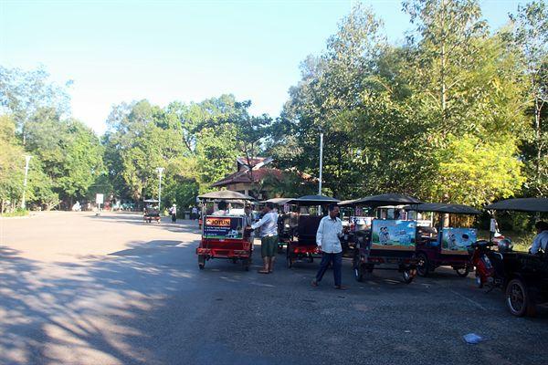 캄보디아 씨엠렛 앙코르와트 유적지 버스정류장 부근 모습