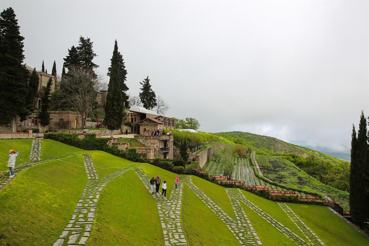 보드베수도원 보드베 수도원 전경, 멀리 알라자니 펴원이 보인다.