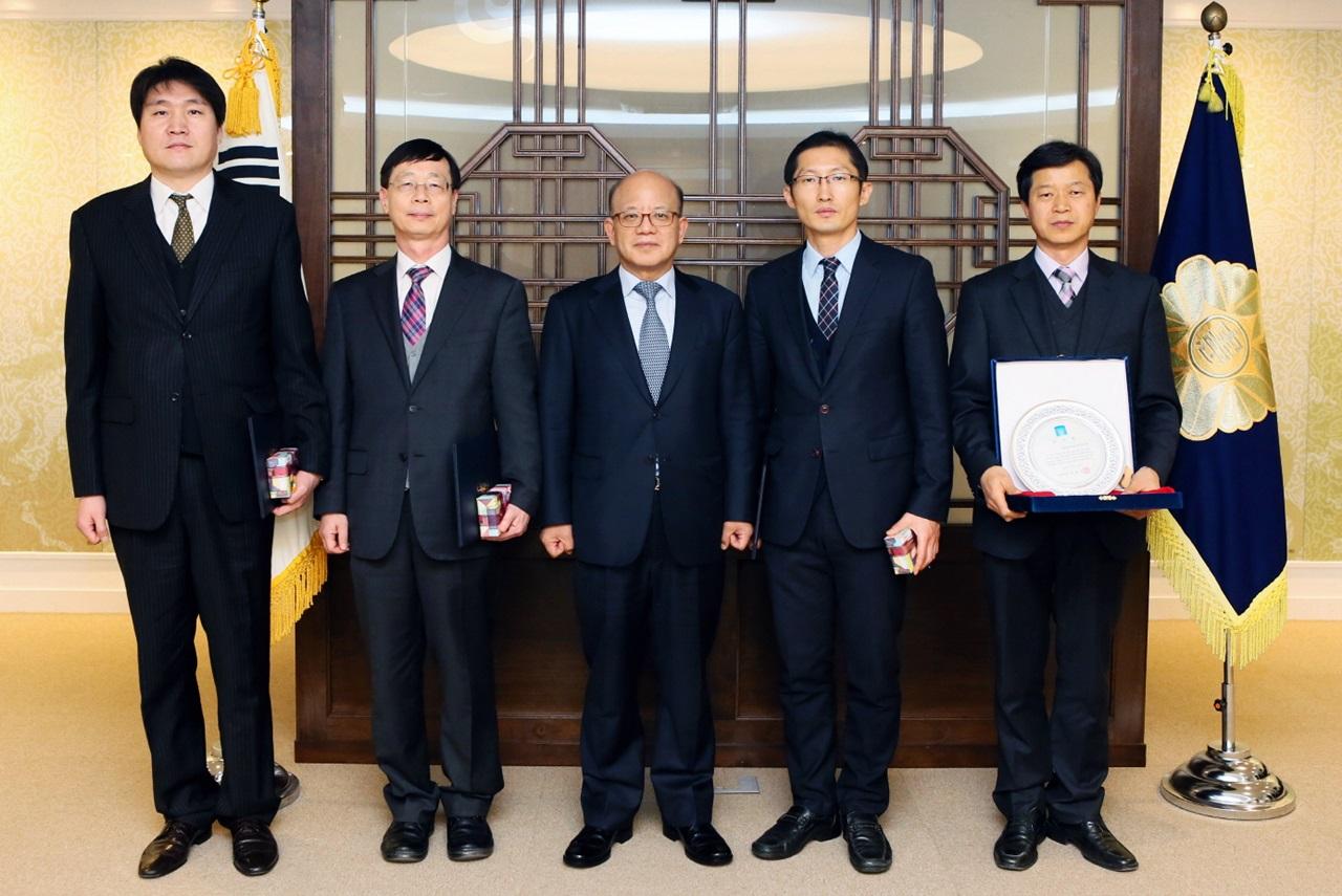 헌법재판소에서 모범 국선대리인 표창 받은 박준영 변호사