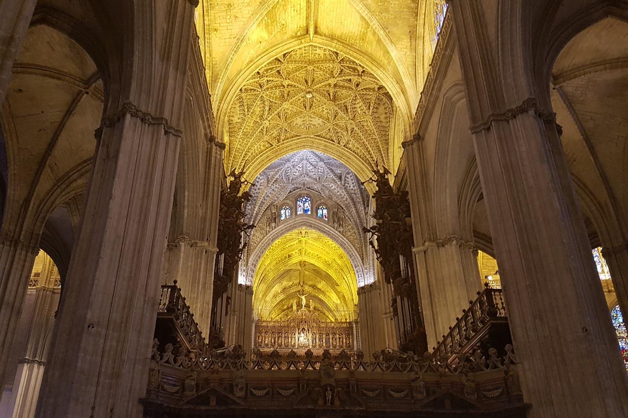 세비아 성당의 아름다운 예배당. 빼어난 예술성에 감탄사가 절로 나옵니다.